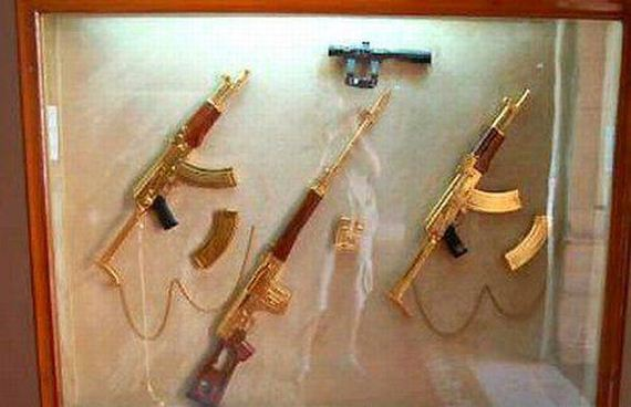 Saddam-Hussein-Gold-Guns-2.jpg